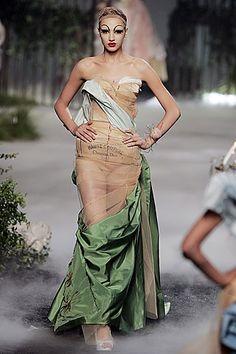 Deconstructivism in Fashion, Christian Dior haute couture fall/winter 2005.