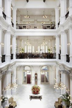 The iconic Raffles Hotel in Singapore where you can enjoy a Singapore Sling in the hotel's famous Long Bar. #luxurylobby #lobbyhotel #luxuryhotel