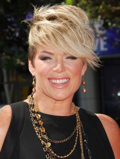 Photo of Mia Michaels and her 2017 edgy make up style, products & tips