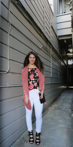 Loving this sunny day style ☀️🌺#FrenchConnection #Lumierefashion #JoesJeans #VinceCamuto