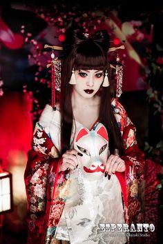 A modern take of an oiran at a kimono photography experience.