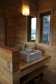 Patagonia Lodge by Cooprogetti Arquitectos Lodge Style Decorating, Cabin Porches, Chalet Design, Vintage Cabin, My Ideal Home, Wooden Bathroom, Cabin Interiors, Cabins And Cottages, House Beds