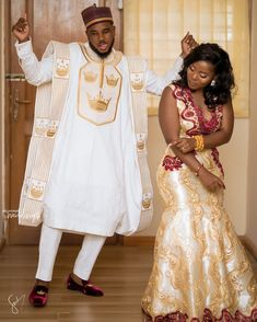 Couples Fabulousness😍👏👏👏 😍👏 👪May God Bless your Union 😍 😍 Photo dress : dress : Fan : : Photo and video Bride's hair : Groom's first outfit styled by : Agbada : : Groomsmen outfit by : by : cc: African Traditional Wedding Dress, African Fashion Traditional, Ghana Traditional Wedding, Couples African Outfits, African Maxi Dresses, Latest African Fashion Dresses, African Wedding Attire, African Attire, African Weddings