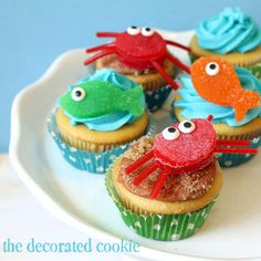 gumdrop fish and crab cupcake toppers for beach and summer | The Decorated Cookie