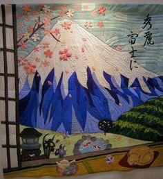 Mt. Fuji quilt, 22nd International Quilt Week Yokohama, 2014.  Photo by Queenie's Needlework