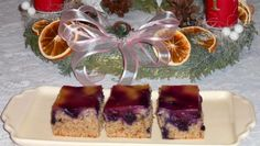 Orechové rezy s ovocím. Cheesecake, Food, Basket, Cheesecakes, Essen, Meals, Yemek, Cherry Cheesecake Shooters, Eten