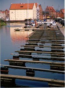 Woda w mieście - Gdańsk, spichrze. Foto. Janusz A. Włodarczyk, 2005