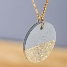 Rayher Concrete Mold - Round - cm - Creative Concrete Jewelry Mold - DIY & C. Cement Jewelry, Ceramic Jewelry, Polymer Clay Jewelry, Bijoux Design, Schmuck Design, Jewelry Design, Wood Necklace, Diy Necklace, Cement Crafts
