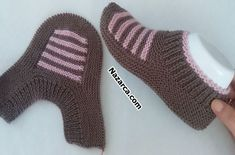 Daily Fashion – Daily fashion all trends dresses shoes pants jeans Gestrickte Booties, Knitted Booties, Knitted Slippers, Crochet Ripple, Easy Crochet, Knit Crochet, Knitting Socks, Free Knitting, Baby Knitting Patterns