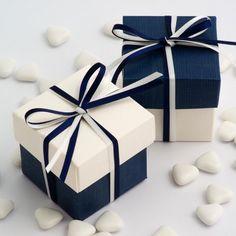 La boite à dragées bicolore bleu marine et turquoise une joli association de couleurs pour votre mariage