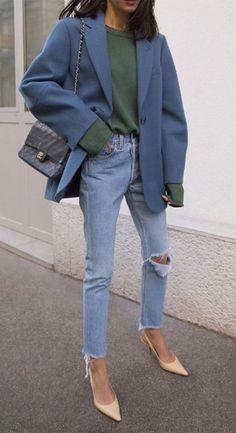 Aún tenemos esa idea de que para obtener un atuendo elegante es necesario usar traje y el hecho de que un pantalón de mezclilla sea sinónimo de elegancia no estaba en nuestro vocabulario. Aquí te dejamos algunas ideas para que cambies de opinión. #casual #outfitselegantes #jeanscontacones #outfitcasual #outfitsparatrabajar Bodycon Dress Parties, Online Dress Shopping, Business Outfits, Blazer Buttons, Blazers For Women, Sweater Shirt, Work Fashion, Winter Coat, Fall Outfits