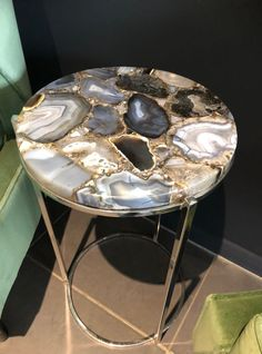 Agate Side Table – Natural Stone Round Side Table – Marble & Semi Precious Stone Furniture Marble and semi-preciouses stones are bigger than ever. This is the trend if you're looking for ways to add a touch of luxury to your home. Mix brass with Agate Diy Resin Art, Diy Resin Crafts, Resin Furniture, Furniture Online, Furniture Stores, Furniture Design, Epoxy Resin Table, Wood Resin, Resin Artwork