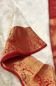 Buy Off White Handloom Kanjeevaram Saree aus reiner Seide Saree Designs Party Wear, Wedding Saree Blouse Designs, Fancy Blouse Designs, Gold Silk Saree, Bridal Silk Saree, Pure Silk Sarees, Nalli Silk Sarees, Silk Saree Kanchipuram, Kanjivaram Sarees
