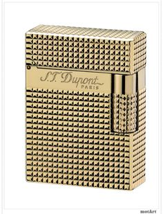 The Dupont Ligne 1 was the first gas lighter, created in 1952. It is the most famous lighter in their range and helped ensured the brand's success. Perfectly structured, streamlined, it is a timeless statement of elegance and classicism. For Dupont's 70th anniversary, they re-launch one of this small diamond head pattern, gold finish lighter.