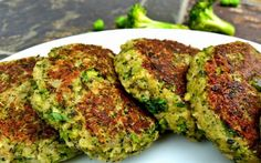 Broccoli Burgers Are the Solution To Fat People Problems - Betches Love This Veggie Recipes, Vegetarian Recipes, Cooking Recipes, Healthy Recipes, Broccoli Patties, Hamburger, Vegan Foods, Vegan Life, Going Vegan