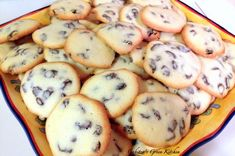 This recipe of rum and raisins cookies is very close to my heart. While I was growing up, I remember that this recipe was made in every household as a quick sweet snack. My mother used to make the cookies… Raisin Cookie Recipe, Raisin Cookies, Baking Recipes, Cookie Recipes, Easter Pie, Romanian Food, Romanian Recipes, Decadent Chocolate Cake, Christmas Baking