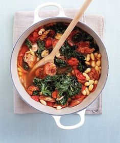 A healthy and hearty Bean and Chicken Sausage Stew may hit the spot at the end and/or beginning of the week. This particular stew is and has chicken sausage, cannellini beans, diced tomatoes kale -- delightful! Sausage Stew, Beans And Sausage, Chicken Sausage, Turkey Sausage, Veggie Sausage, Cooked Chicken, Sausage Pasta, Boneless Chicken, Shredded Chicken