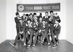 Exo members EXO EXO contains of 12 members. They are divided into two groups. EXO-K with 6 members and EXO-M with 6 members. SM Entertainment said it is to reach their target, go international beyond. Kpop Exo, Exo Xoxo Album, Exo Album, Heechul, Wattpad, Tao, Fanfiction, Exo Teaser, Exo Band