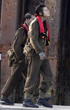 Harry Styles looks weary as he films war drama Dunkirk in Weymouth In the wars: Smeared in mud and s Dunkirk Alex, Harry Styles Dunkirk, Bae, One Direction Harry Styles, Harry Styles Photos, Harry Styles Hands, The Late Late Show, Black And White Shirt, Harry Styles Wallpaper