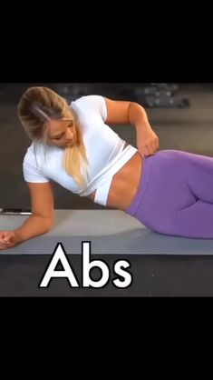 Credit: IG ashleigh_jordan} Workout Leg Crunch Variation Crunch each side Single Leg Extension Ball Scissors Tip of the Day! Fitness Workouts, Abs Workout Routines, Workout Videos, Yoga Videos, Fitness Motivation, Flat Abs Workout, Best Ab Workout, Abs Workout For Women, Workout Body