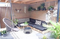 34 Vintage Garden Decor Ideas to Give Your Outdoor Space Vintage Flair - The Trending House Patio Furniture Makeover, Outdoor Decor, Diy Garden, Patio Furniture, Ikea Patio, Patio Design, Diy Patio, Garden Furniture, Vintage Garden Decor
