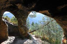 Eremitorio de Tartalés de Cilla es un conjunto de cuevas artificiales excavadas en roca arenisca, su origen es de época visigoda y altomedieval siglos VII-XEremitorio de Tartalés de Cilla