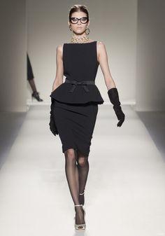 Moschino 2011秋冬米蘭時裝週|-VOGUE時尚網