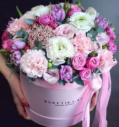 A World of Flowers for You Beautiful Bouquet Of Flowers, Flowers For You, Beautiful Roses, Pink Flowers, Beautiful Flowers, Flower Box Gift, Flower Boxes, Rosen Box, Bouquet Box