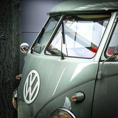 VW Van Splity - fantastic paint job #everythingyoulovetohate