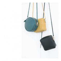 Small shoulder bag / Belt pouch / Leather purse / DIS ON BOUGE ? cuir. Khôl / Photo @calquebleu