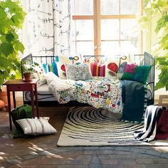 I should get a daybed and use it as a couch on the screened porch. So pretty.