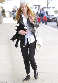 Bella Thorne wearing AllSaints Balfern Leather Biker Jacket, Chanel Jumbo Bag in White, Aritzia Talula Iphone Case and Wilfred Free Aline Pant Victoria B, Chanel Jumbo, Bella Thorne, The Duff, Star Fashion, My Outfit, Celebrity Style, Leather Jacket, Punk