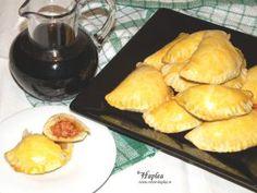 Prajitura Raffaello făcută în casă cu cremă mascarpone Empanadas, Pretzel Bites, Dairy, Cooking Recipes, Bread, Cheese, Food, Mascarpone, Raffaello