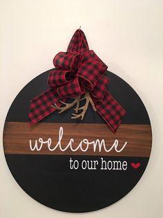 18 Round Split Brown / Black Welcome To Our Home image 0 Wooden Door Signs, Wooden Door Hangers, Wooden Doors, Diy Hangers, Christmas Signs, Christmas Crafts, Xmas, Christmas Door Hangers, Halloween Door Hangers