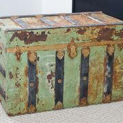 You may have inherited or purchased an antique trunk that has seen better days. These trunks are an interesting conversation starter that offer a large amount of storage space. Old Trunks, Vintage Trunks, Trunks And Chests, Antique Trunks, Trunk Redo, Trunk Makeover, Antique Furniture, Painted Furniture, Furniture Refinishing