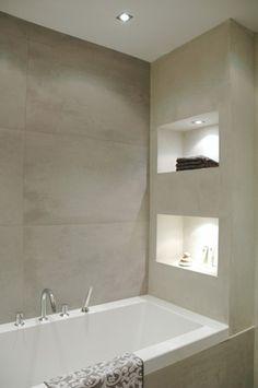 Interieur Recessed shelves with lighting right next to the bath tub The post Interieur appeared first on Badezimmer ideen. Bathroom Design Inspiration, Bad Inspiration, Design Ideas, Bathroom Renos, Bathroom Interior, Bathroom Niche, Master Bathroom, Bathroom Recessed Shelves, Shower Niche