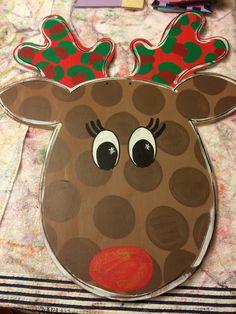 Christmas reindeer door hanger Reindeer Head, Christmas Door, Door Hangers, Wood Crafts, Kids Rugs, Wreaths, Doors, House, Home Decor