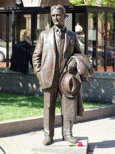 Scott's statue at Rice Park St. Photo by Sharon Amorosa The Great Gatsby Fitzgerald, Scott And Zelda Fitzgerald, Writers And Poets, Authors, Statues, 1920s, Illustrators, Books, Stars