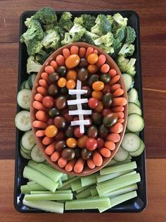 Easy Appetizer Idea for a Football Viewing Party Just prep green and red veggies for an easy football veggie tray. Pair with a ranch dip and you have an easy and fun appetizer for football watching. Football Party Foods, Football Food, Superbowl Party Food Ideas, Football Recipes, Football Spirit, Football Parties, Party Ideas, Football Season, Party Dip Recipes