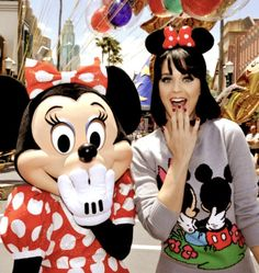 Cute pose to do with Minnie at Disney World!