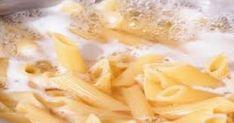 Το νερό στο οποίο βράζουν τα ζυμαρικά είναι υγρός χρυσός! Cheesy Sauce, Rigatoni, Fusilli, Bacon Wrapped, Dried Tomatoes, Linguine, Food Network Recipes, Cooking Tips, Macaroni And Cheese