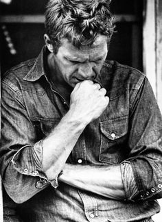 I have had a huge movie star crush on Steve McQueen for quite some time now. With his rebellious nature and onscreen heroic's, McQueen earn. Classic Hollywood, Old Hollywood, Hollywood Cinema, Hollywood Actresses, Looks Black, Black And White, William Claxton, Steeve Mcqueen, Miles Davis