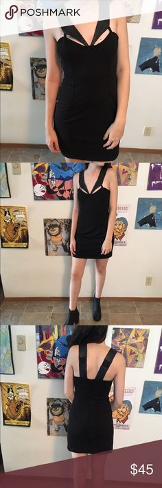 Black strappy unique dress Love this dress but it's too big for me, is ideal for someone a little taller or has bigger boobs I'm always worried mine will fall out because my torso is too short. Says XS but could fit a medium or large with stretchy fabric Alberto Makali Dresses Mini