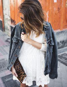 Pour réchauffer nos robes en dentelle, on pense à piquer la veste en jean de notre fiancé ! (blog Collage Vintage)