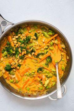 Vegetarisk panang med grønt, rød karrypasta og kokosmælk Vegetarian Recipes Dinner, Veggie Recipes, Asian Recipes, Cooking Recipes, Healthy Recipes, Healthy Snacks, Helathy Food, Food Crush, Recipes From Heaven