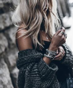 A beautiful gray sweater and stylish jewelry. Boho Fashion, Fashion Beauty, Autumn Fashion, Fashion Looks, Fashion Outfits, Womens Fashion, Fashion Styles, Fashion Clothes, Spring Fashion