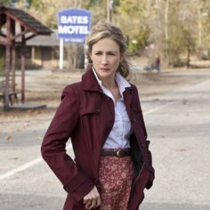 Are you a Norma or a Norman? Catch the Bates Motel Season 2 finale on Monday, May 5 at on A&E. Bates Motel Characters, Bates Motel Season 2, Norma Bates, Vera Farmiga, Anthony Perkins, Alfred Hitchcock, Fashion Sewing, Elegant Outfit, Queen