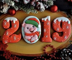 2019 Happy New Year Cookies to Celebrate with Families; New Year's Eve Cookies; Happy New Year; Cute Christmas Cookies, Cute Cookies, Christmas Love, Christmas Goodies, Christmas Treats, Christmas Holidays, Christmas Decorations, Pig Cookies, Santa Cookies