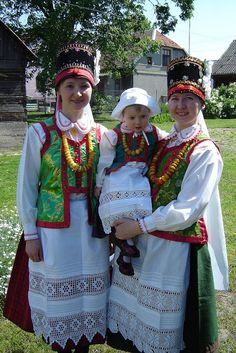 Hello all, Today I will talk about one of the few regions in northeast Poland that has a folk costume tradition. This corner of Poland . Art Costume, Folk Costume, Costumes, We Are The World, People Of The World, Polish Embroidery, Polish Folk Art, Human Development, Historical Images