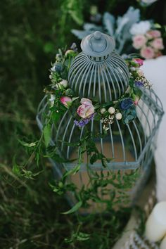 Rustic birdcage with floral garland for a French country wedding |Dani Dury